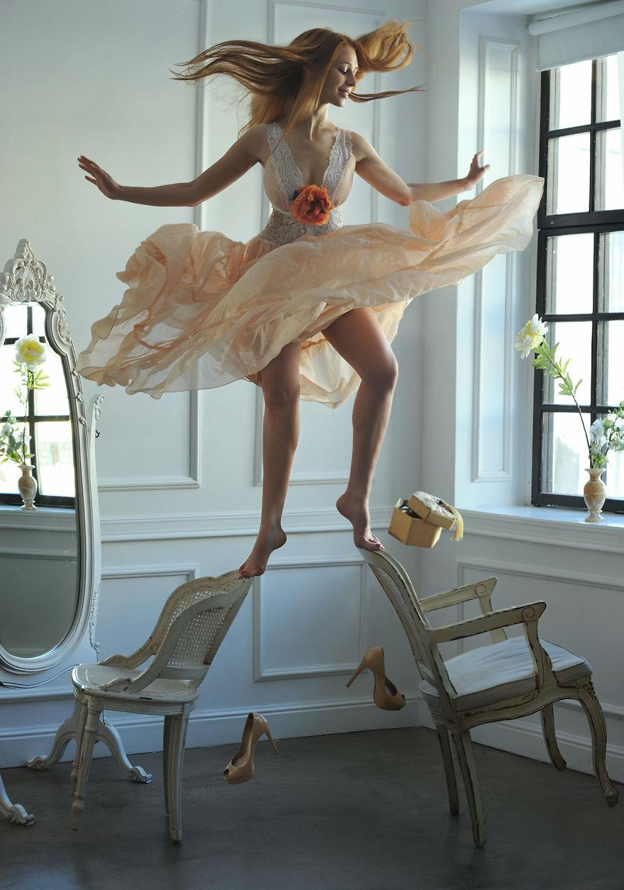 Levitation-577b5510b34fc__880-1