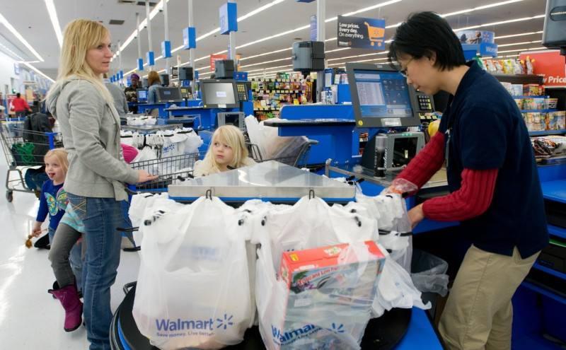 Kasjer nie mógł uwierzyć w to, jak manager supermarketu potraktował ubogą kobietę.
