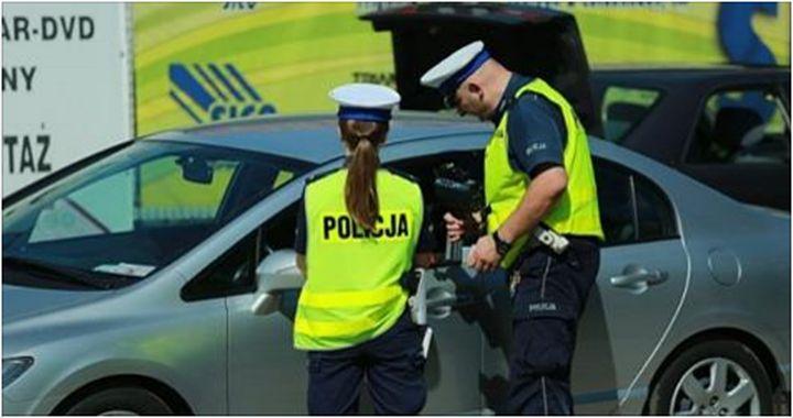 Policja zatrzymała samochód, w którym jechało pięć staruszek. Gdy dowiesz się dlaczego, nie przestaniesz się śmiać!