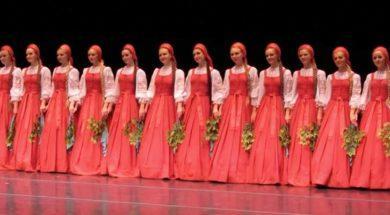 16-kobiet-plywa-po-sceniex