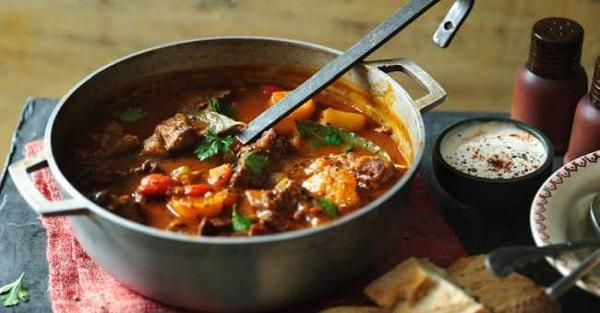 Takiej zupy jeszcze nie jadłaś. Węgierska zupa gulaszowa.