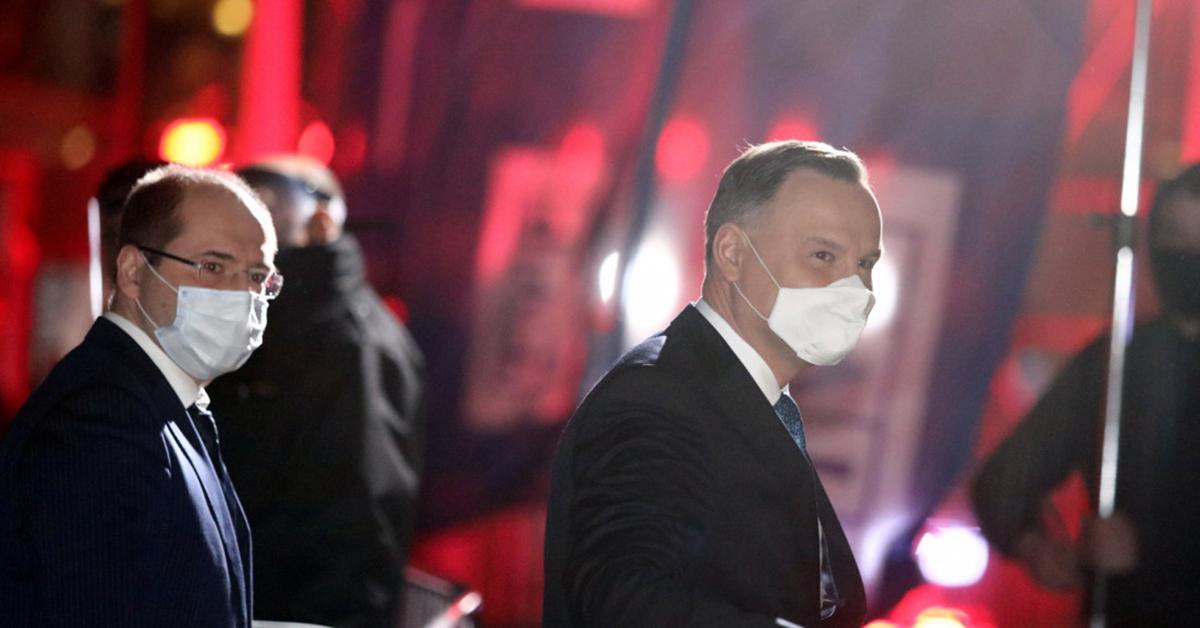 Po debacie widzowie TVP usłyszeli, co Andrzej Duda powiedział prosto do mikrofonu. Niestety nie przesłyszeli się.