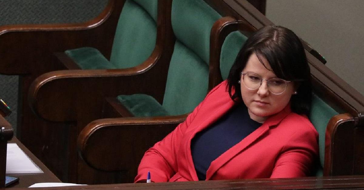 """Kaja Godek mówiła, że """"geje chcą adoptować dzieci, żeby je gwałcić"""". Sąd umorzył postępowanie."""