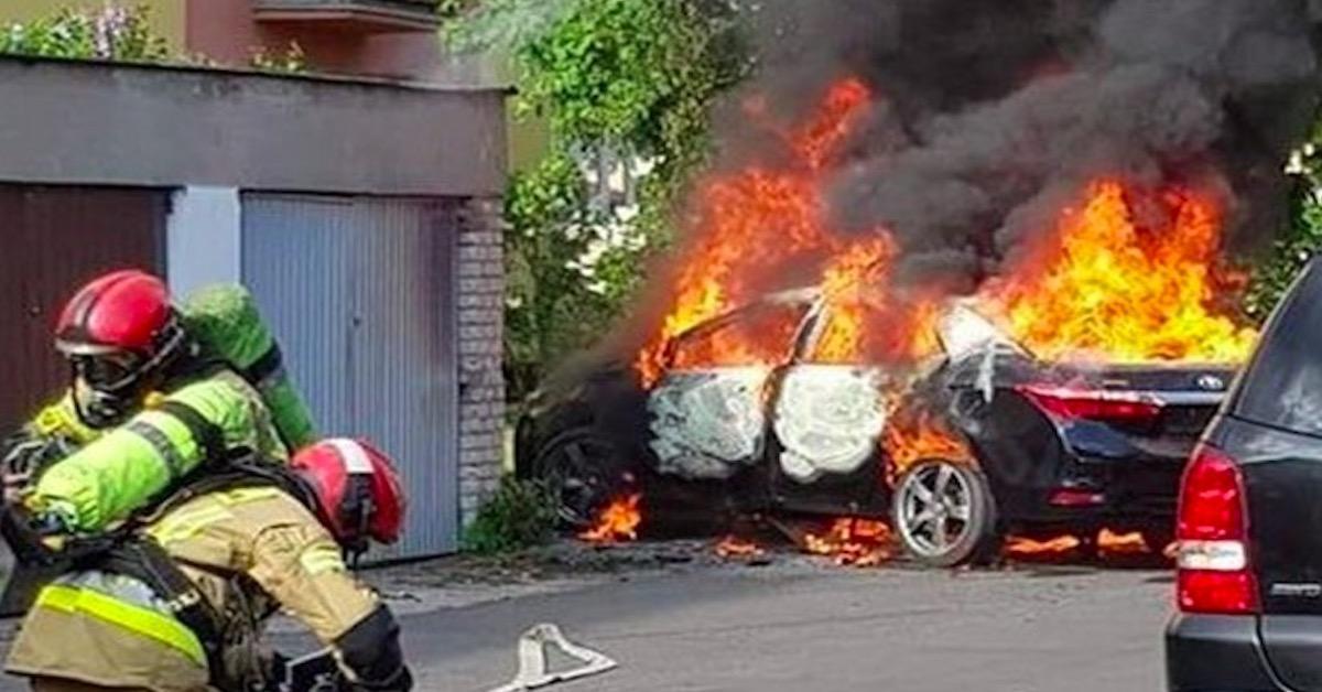 Pożar samochodu na jednym z płockich osiedli. W środku był 5-letni chłopiec.