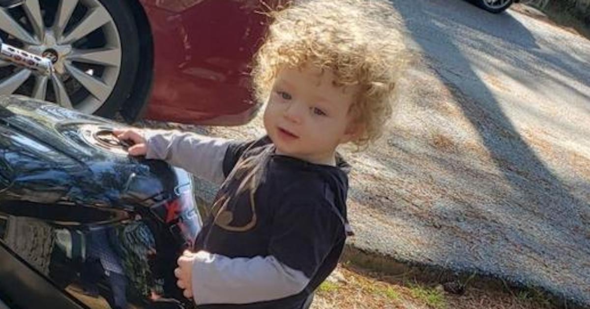 Matka chciała spalić go żywcem. 13-miesięczny chłopiec cudem przeżył.