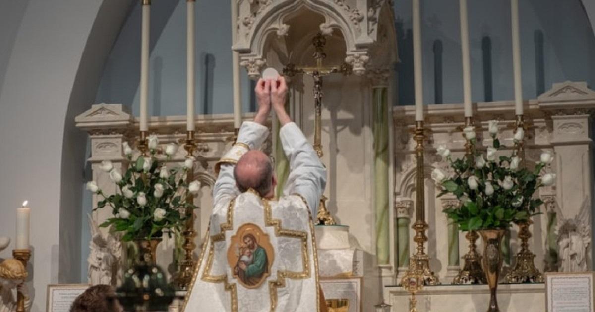 Czy księża powinni płacić podatki od datków na tacę lub datków za śluby, chrzty, itp.?