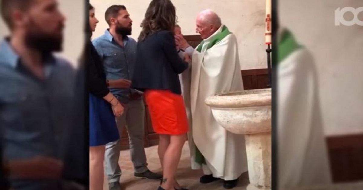 Wszystko się nagrało. Ksiądz w trakcie chrztu uderzył dziecko. To porażające.
