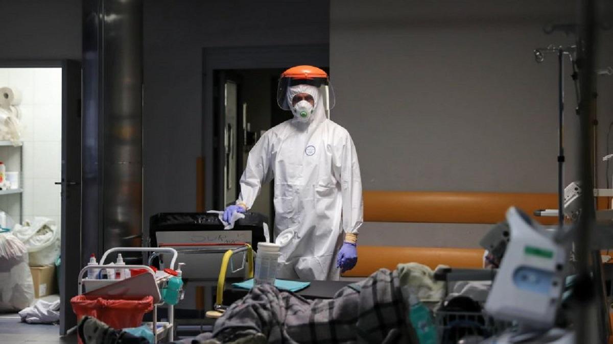 Wirus zbiera potężne żniwo. Wielu chorych w stanie krytycznym