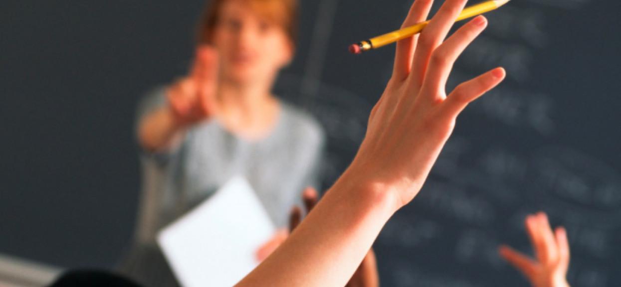 Czy nauczyciele powinni dostać podwyżki w szkole ze względu na wysokie ryzyko zakażenia?