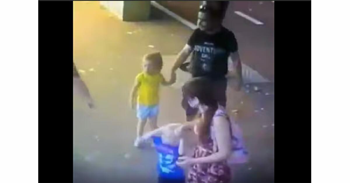 Dantejskie sceny. 3-latek trafia do szpitala po tym, jak nieznajoma kobieta ugodziła go nożem w twarz na oczach rodziców