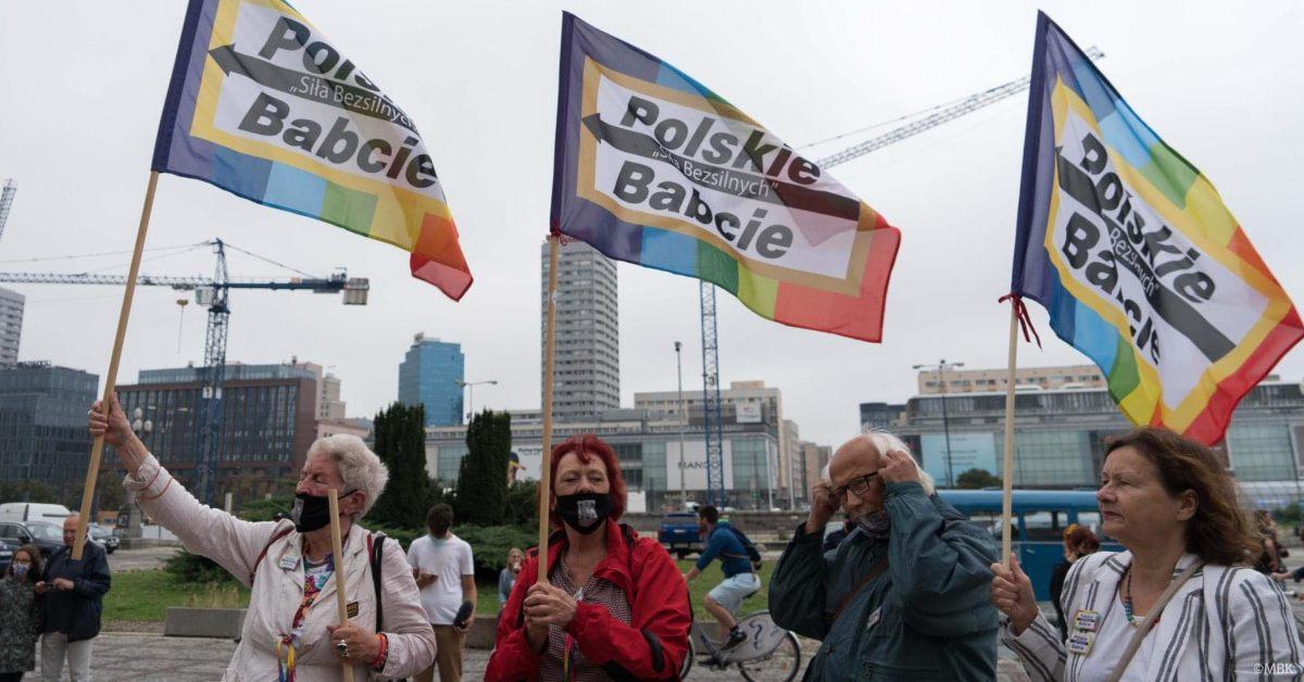 """Polskie babcie też biorą udział w strajku. """"Jesteśmy z wami w słusznej sprawie"""""""