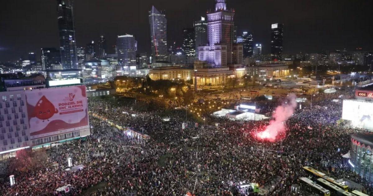 OBŁĘD! Potężna fala protestujących zalała centrum. Spójrzcie jak wyglądała Warszawa