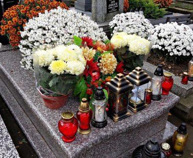 cemetery-1788444_1280-1260×710