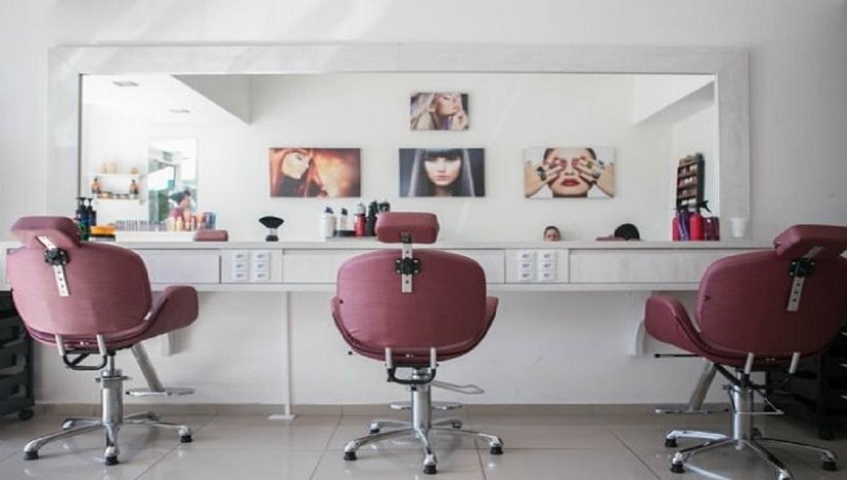 """Zamknięcie salonów fryzjerskich i kosmetycznych od soboty? """"DGP"""" informuje o nowych ustaleniach"""