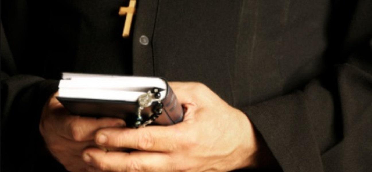 Księża powinni się wstrzymać od chodzenia z kolędą