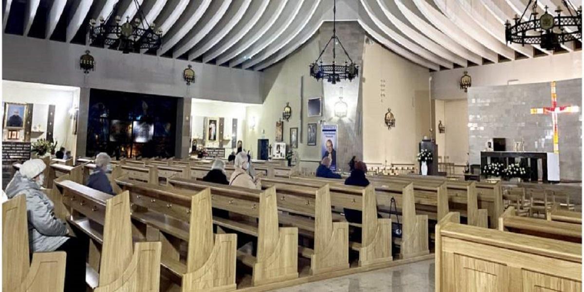 Rośnie zainteresowanie apostazją wśród Polaków. Czyżby kościół strzelił sobie w kolano?