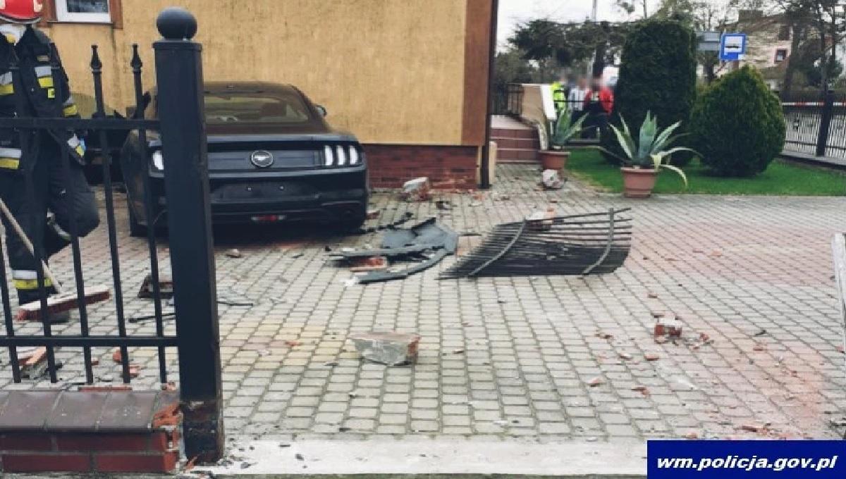 Rozpędzony samochód wjechał w wózek z bliźniakami. Zbiórka na leczenie chłopca który przeżył