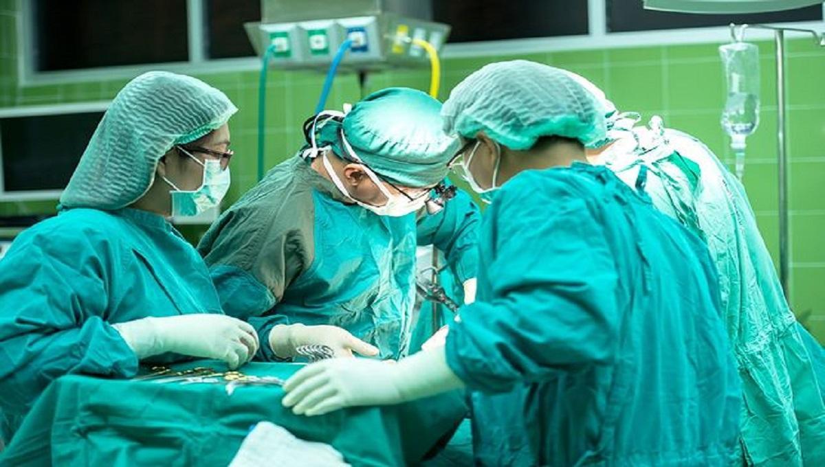 """Dyrektorzy szpitali chcą karać lekarzy za """"lekkie życie towarzyskie"""""""