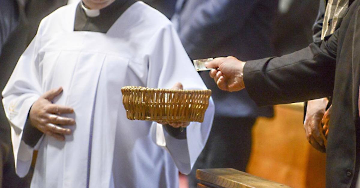 Księża mogą już zacierać ręce! Dzięki podwójnej waloryzacji otrzymają wyższe emerytury