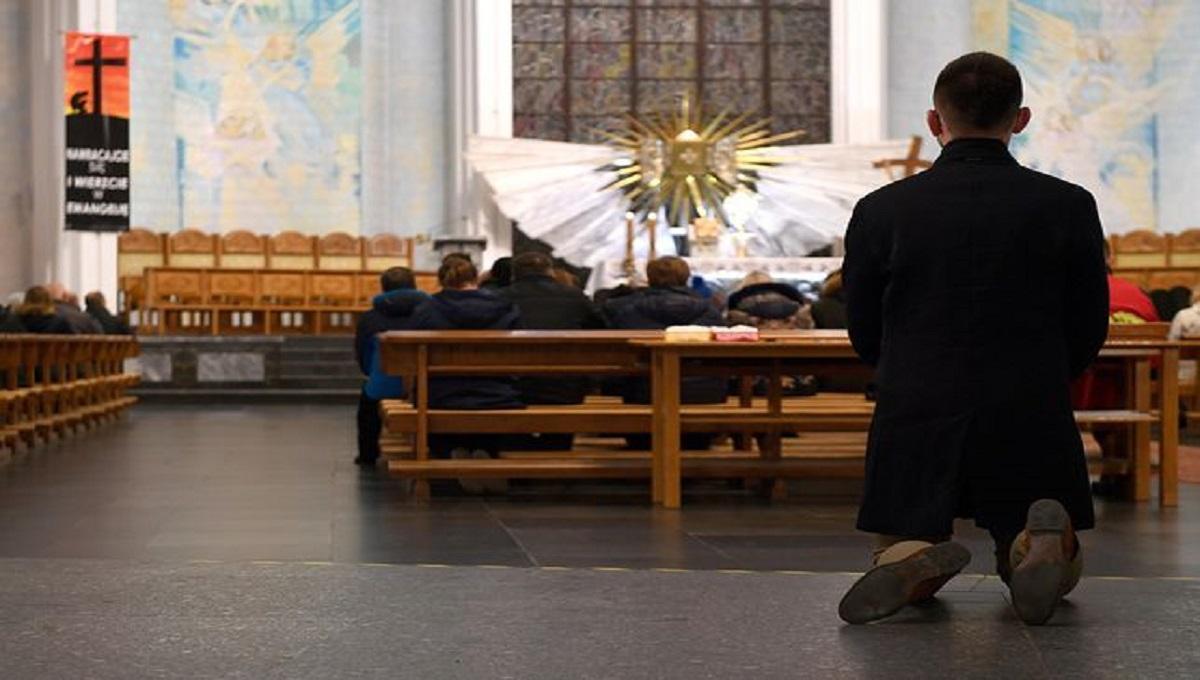 Koronawirus w Polsce. Chcemy zamknięcia kościołów? Wyniki sondażu