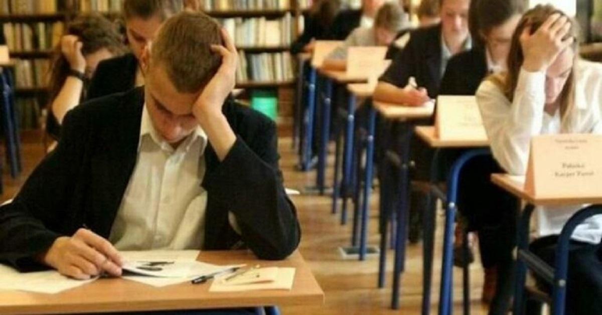 """Egzaminy szkolne zostaną w tym roku odwołane? """"System można zmienić""""."""