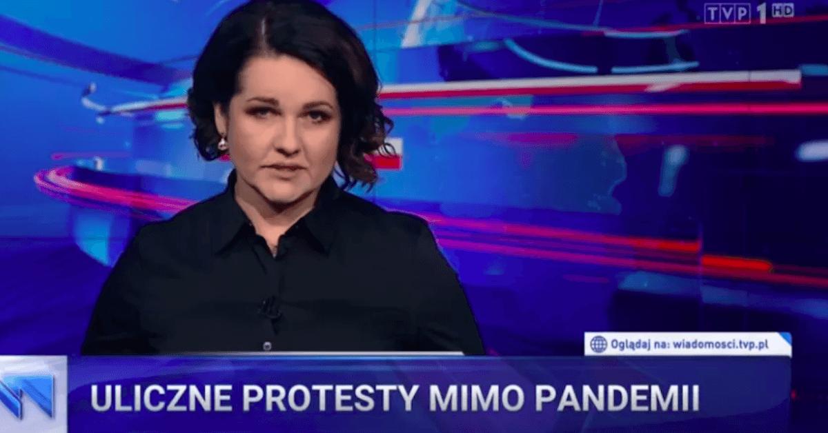 """TVP straszy w """"Wiadomościach"""". Przez protesty odbiorą rodzinom 500 plus?! To szantaż"""