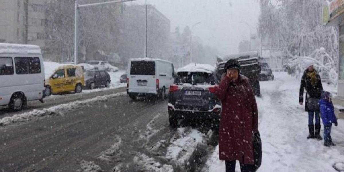 Czy zima znowu zaskoczy kierowców? Śnieg i mróz uderzą znienacka w Polskę już za kilka dni, wiemy gdzie będzie biało.