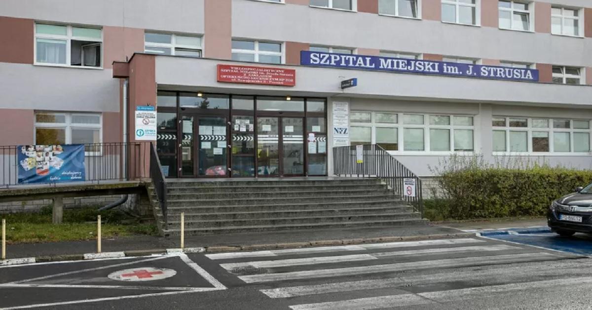 Tragedia w poznańskim szpitalu. 60-latek chory na COVID-19 wypadł z 6. piętra.