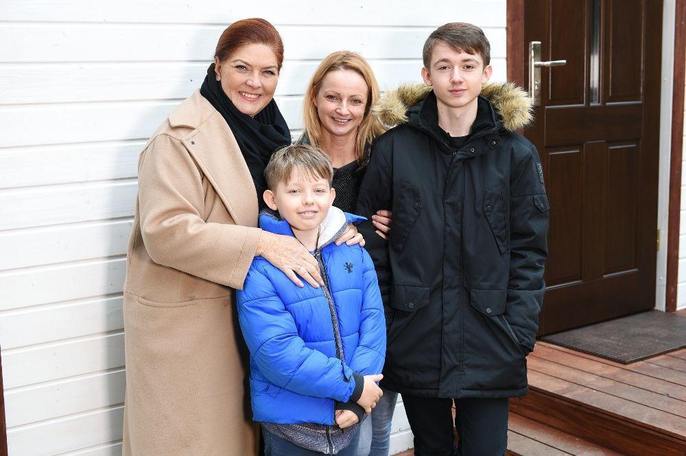 """Dramat rodziny z programu """"Nasz Nowy Dom"""". Spalono im wyremontowany dom a to był dopiero początek tragedii"""