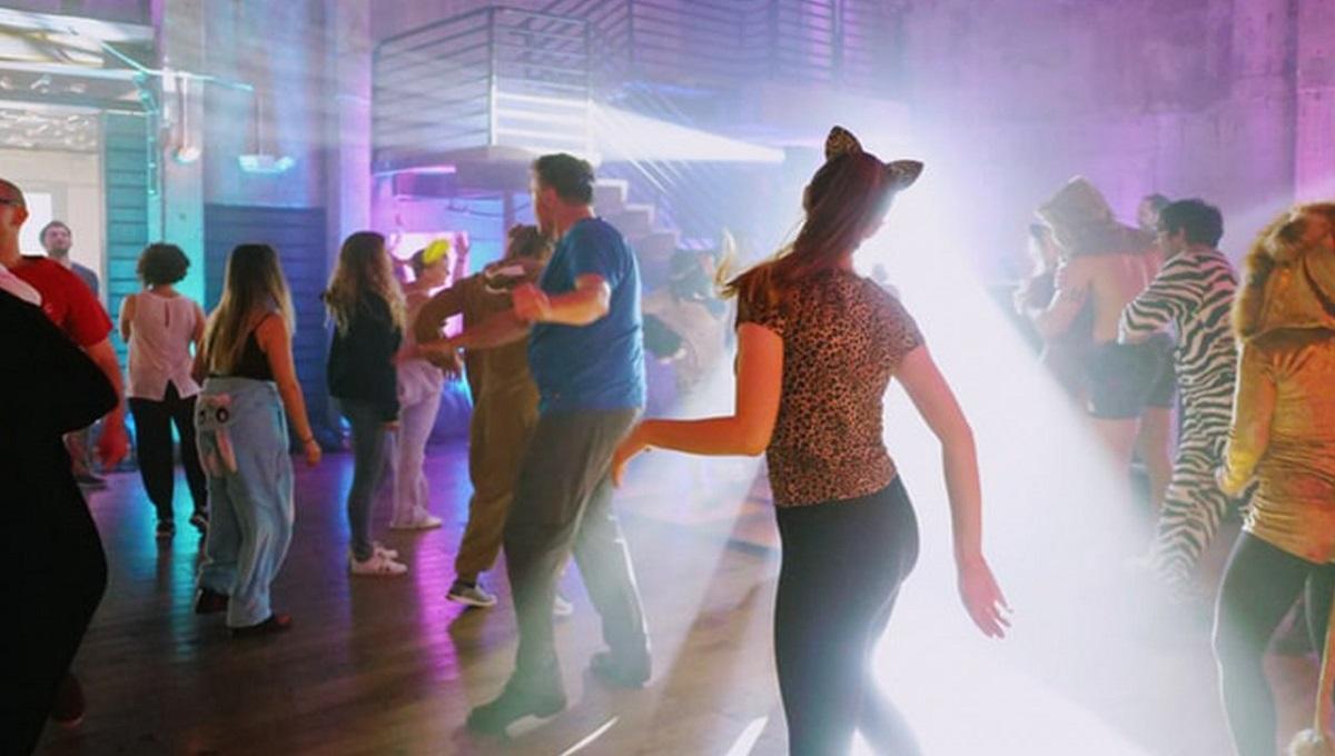 Partyjna impreza w klubie. Na sali 50 osób, a policja nic nie mogła zrobić