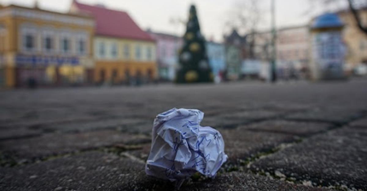 Nawet 5 tys. zł kary za wyrzucenie papierka na ulicę. Do Sejmu wpłynął projekt nowelizacji.