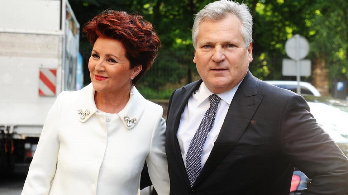 Pilne! Najnowsze informacje o stanie zdrowia Jolanty Kwaśniewskiej. Ona i jej mąż mają COVID-19.