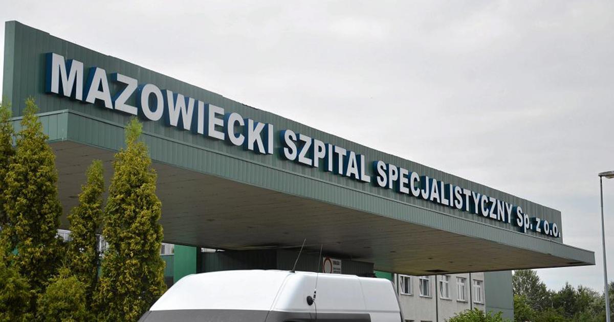 Wypisali ze szpitala kobietę chorą na COVID-19. Niedługo później zmarła. Córka oskarża szpital o śmierć matki.
