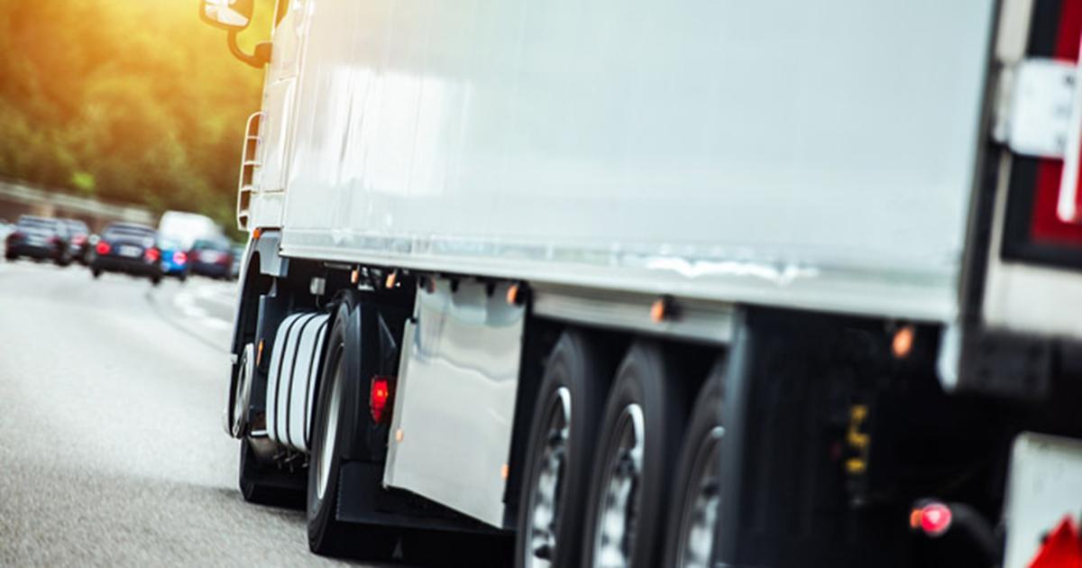 Skandal! Firma transportowa przewoziła martwe płody razem z żywnością.