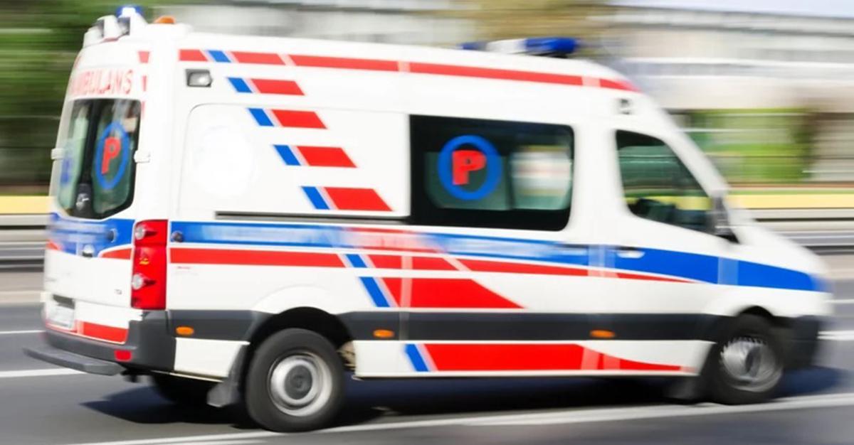 Tragedia na parkingu. 60-latek został przygnieciony przez samochód. Nie miał najmniejszych szans.
