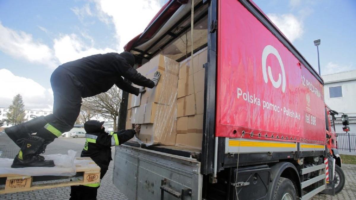 W taki właśnie sposób rząd pomaga Warmii i Mazurom. Tysiące maseczek nadaje się do śmieci.