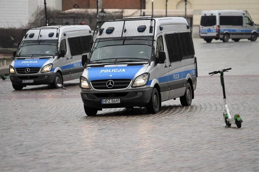 """Dolnośląska policja znowu w akcji. """"Rozmywają"""" atak nożownika w trosce o własne statystyki."""