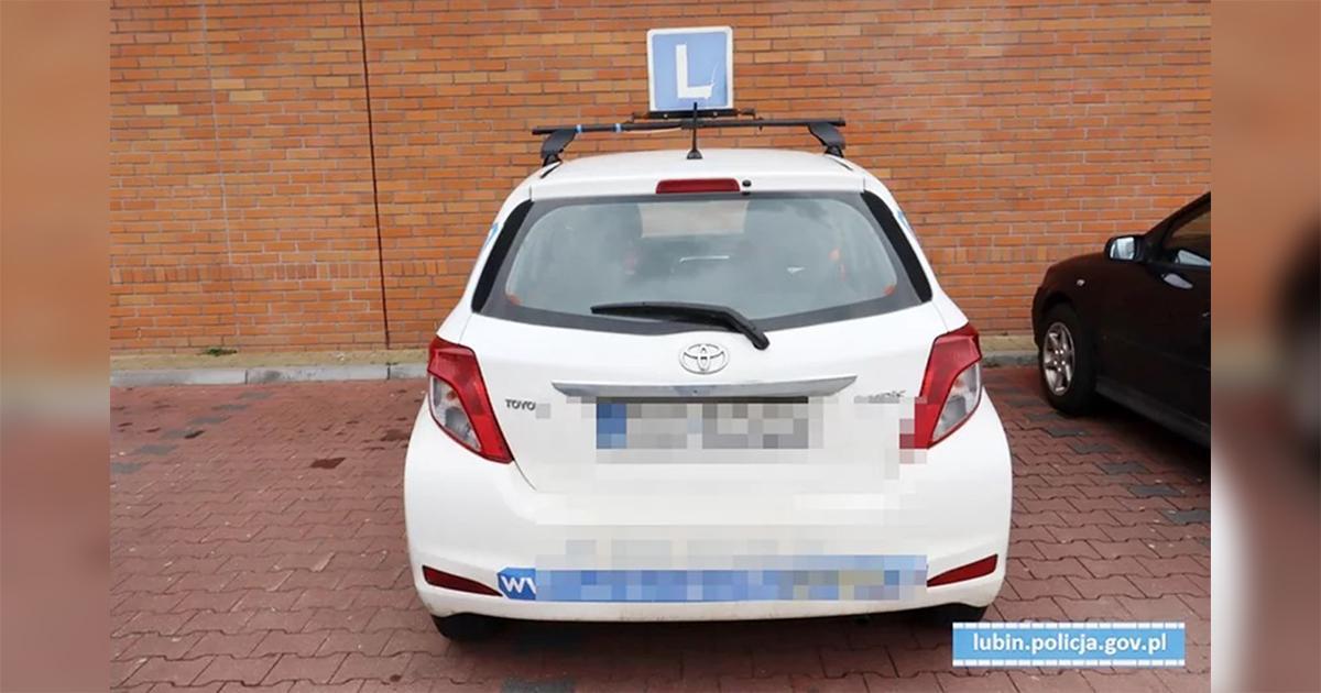 Nie zdała egzaminu na prawo jazdy, więc… wsiadła do swojego auta i uciekła.