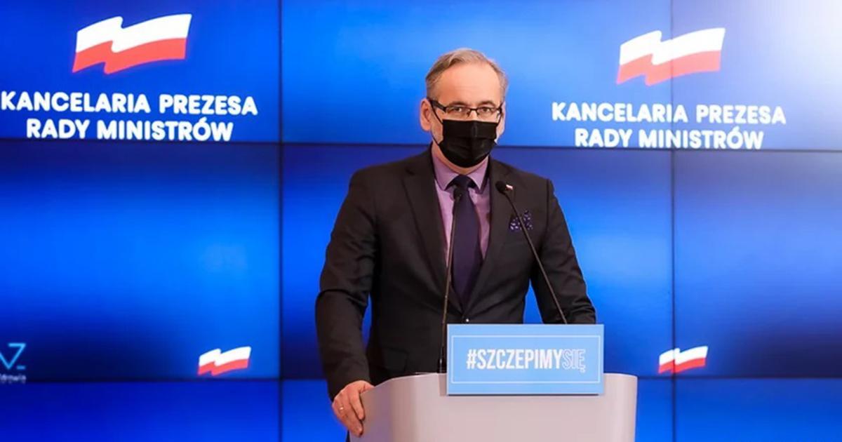 Koniec nakazu noszenia maseczek na świeżym powietrzu? Minister zdrowia zabrał głos w tej sprawie.