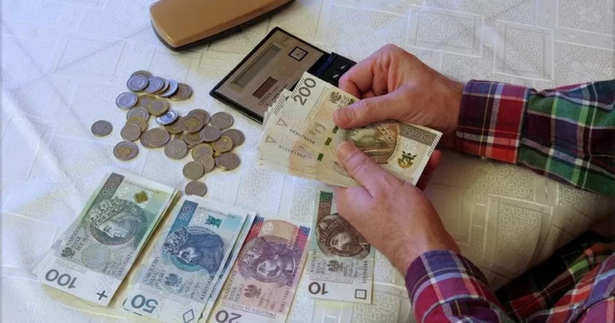 Koniec z wypłatami 14. emerytur. Rząd szuka oszczędności.