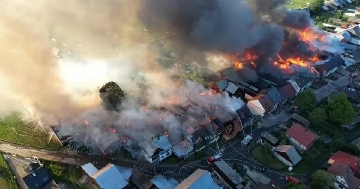 Ogromny pożar w Nowej Białej. Domy płonęły jak zapałki. Gigantyczne straty.