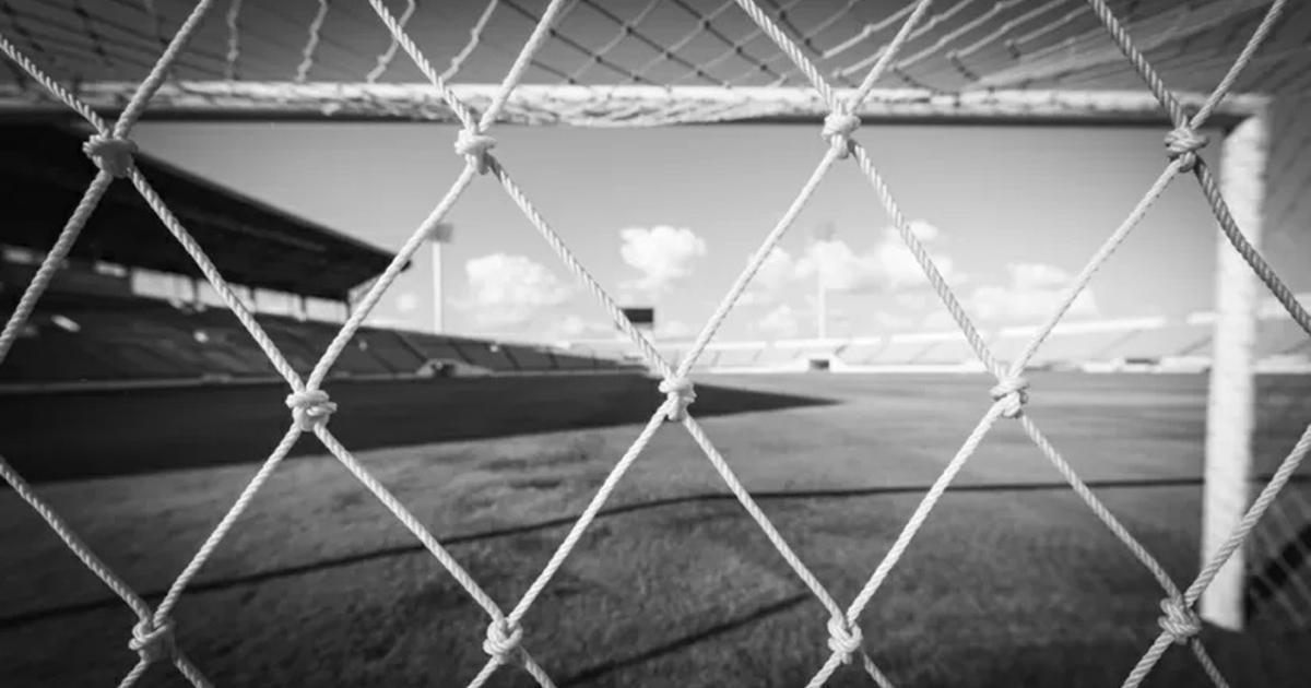 Tragedia na boisku. Nie żyje 29-letni piłkarz. Zmarł podczas meczu ku pamięci jego brata.