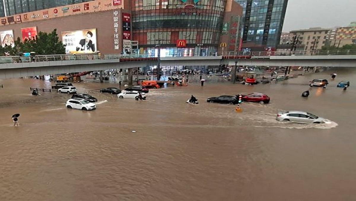 Woda wdarła się do metra. Wiele osób zginęło.