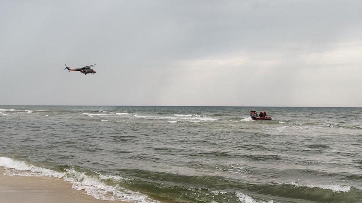 Tragedia nad Bałtykiem. Służby nie dały rady im pomóc. Nie żyje ojciec i syn.