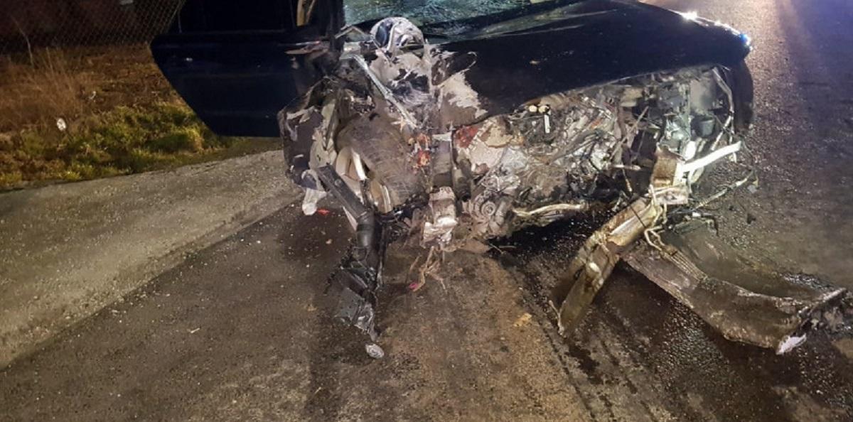 16-latek ukradł bratu samochód. Wjechał w płot i w trzy inne pojazdy.