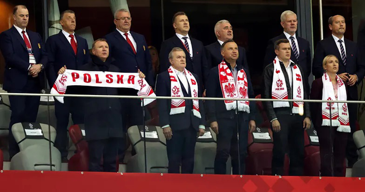Internauci są zażenowani. Zdjęcia Andrzeja Dudy obiegły sieć.