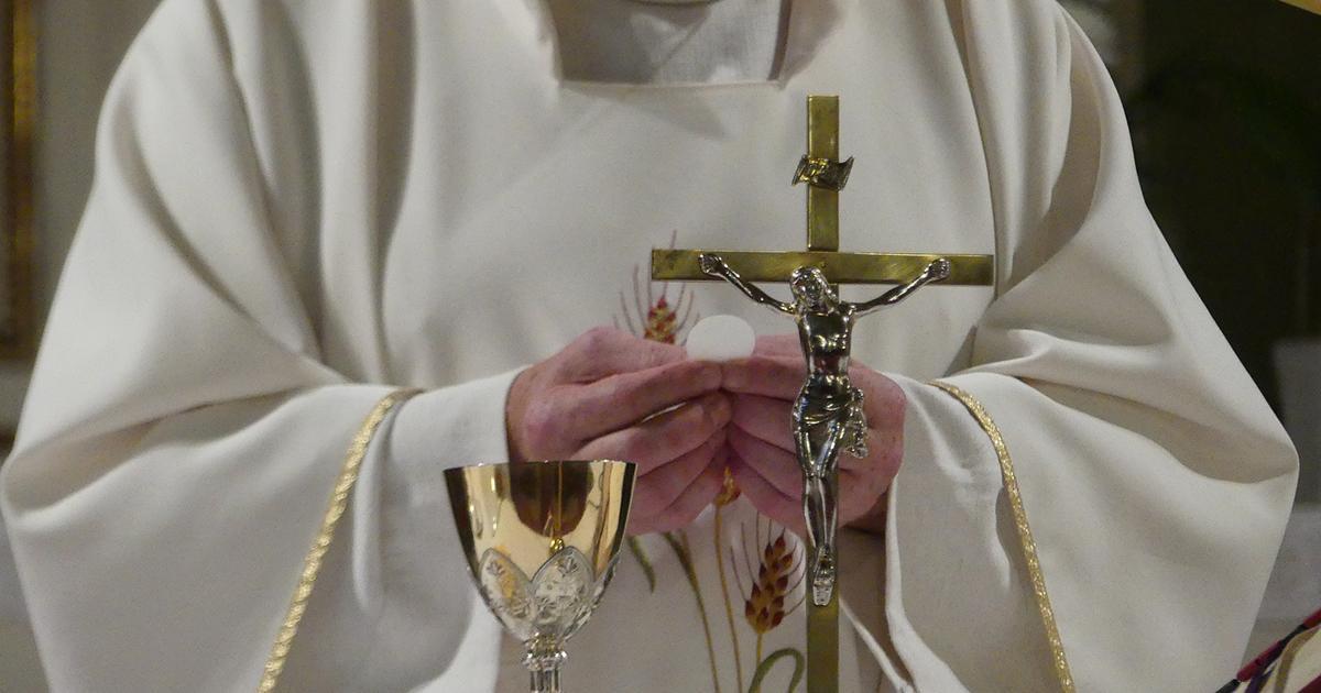 Skandal! Ksiądz kupował narkotyki na erotyczne imprezy za pieniądze parafian.