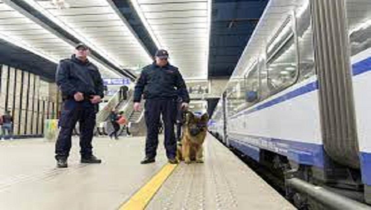 Sokiści poturbowali pasażera w pociągu. Powód? Brak maseczki.