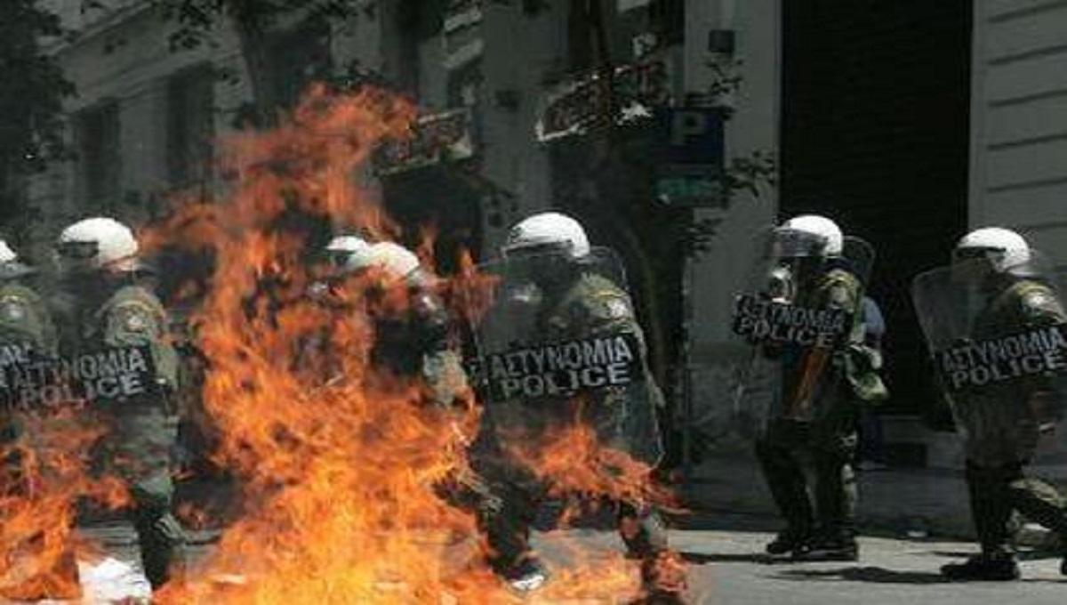 Protesty nabierają na sile. Starcie antyszczepionkowców z Policją.