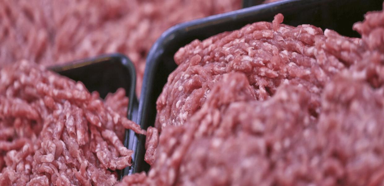 Szok! Czesi wycofali ze sklepów ponad 17 ton polskiego mięsa. Służby wydają ostrzeżenie!